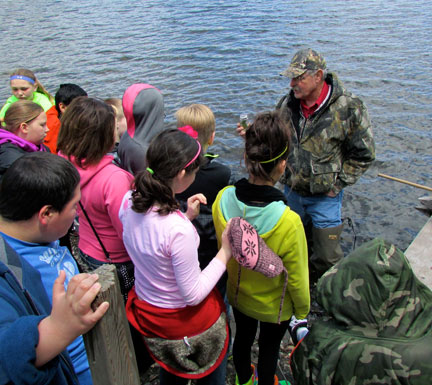 Gary Phillips, professor at Iowa Lakes Community College, discusses life in the water with Estherville Lincoln Central 5th graders.